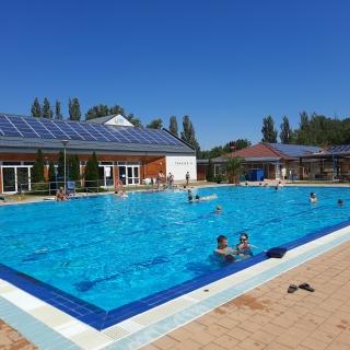 Kültéri úszómedence